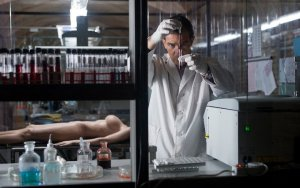 The Skin I Live In (La Piel que Habito) - Pedro Almodóvar - Lab - Coat - Skin